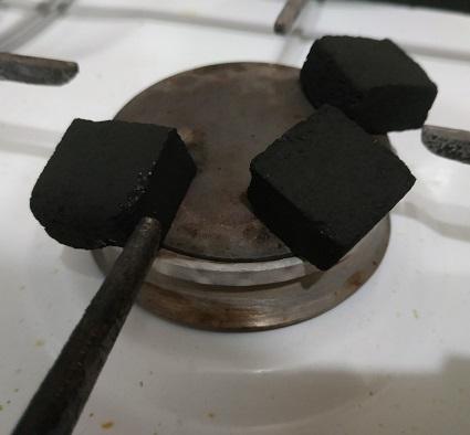 приготовление угля на газовой плите