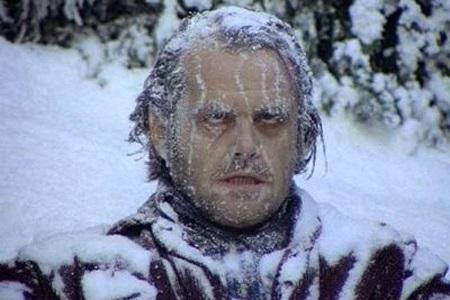 мужчина в снегу